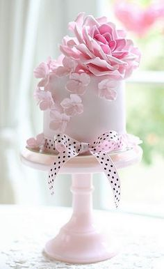 Beautiful cake with pink flowers