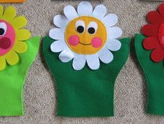 Hand Puppets Felt: More flower faces - Kiddos at Home Felt Puppets, Felt Finger Puppets, Hand Puppets, Puppet Patterns, Felt Patterns, Hobbies And Crafts, Diy And Crafts, Crafts For Kids, Felt Diy