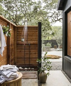 Outdoor shower inspiration  WOCA's Exterior products penetrate the wood to strengthen and ensure long-lasting durability. Protecting it from the harsh outdoor elements, while maintaining it's natural beauty. Outdoor Baths, Outdoor Bathrooms, Outdoor Kitchens, Outdoor Spaces, Outdoor Living, Outdoor Decor, Outdoor Shower Inspiration, Outside Showers, Outdoor Showers