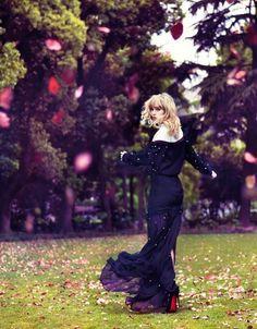 Suki Waterhouse: Walking on Clouds (Vogue China)