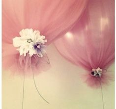 Great & cheap way to make balloons look fancy