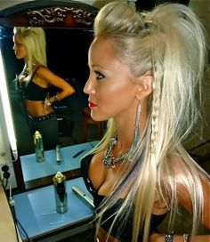I love love her hair