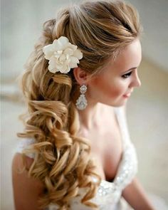 Una bellissima #acconciatura per la #sposa! #amazing #bridal #bestoftheday #beautiful #bride #beauty #cool #details #ever #favola #fashion #follow #girl #hair #hairstyle #idea #love #lace #matrimonio #married #marriage #nozze #romance #stunning #style #updo #instawed #igers