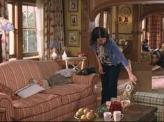 I always really loved this living room from Gilmore Girls.
