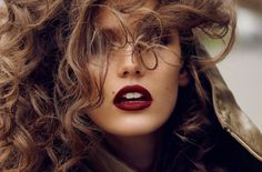 LE FASHION BLOG PAUL MITCHELL CURLS CONFESSION PRETTY 90S INSPIRED FALL CURLS BRUNETTE BURGUNDY WINE DEEP RED LIPS VOGUE PARIS KENDRA SPEARS OCTOBER 2012