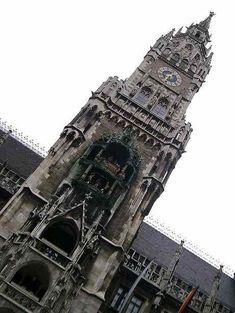 Glockenspiel, Munich, Germany