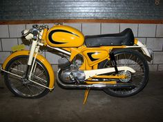 50cc Moped, Classic Motors, Design Thinking, Ducati, Cars And Motorcycles, Motorbikes, Badge, Bicycle, Museum