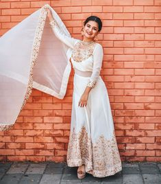 Industry Experts Give You The Best Beauty Tips Ever Western Dresses, Indian Dresses, Pakistani Dresses, Profile Picture For Girls, Profile Pictures, Teen Fashion, Fashion Outfits, Womens Fashion, Teen Celebrities