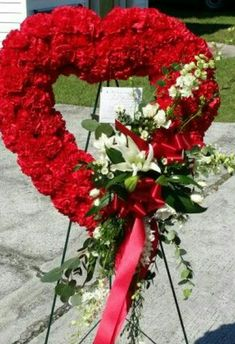 Send Red heart sympathy in Augusta, GA from Annie's Floral Boutique, the best florist in Augsta. All flowers are hand delivered and same day delivery may be available. Ikebana Flower Arrangement, Beautiful Flower Arrangements, Beautiful Flowers, Funeral Spray Flowers, Funeral Sprays, Grave Flowers, Cemetery Flowers, Funeral Bouquet, Funeral Floral Arrangements