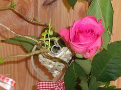 Roos, teken van romantiek Bed And Breakfast, Flowers, Plants, Breakfast In Bed, Royal Icing Flowers, Flower, Florals, Plant, Bloemen