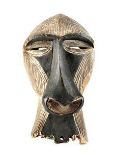 Songye, Kongo, apmask skuren i trä, dekorerad med vit färg och svärta. Höjd 23 cm. (personal note: more probably from the LUBA or neighbourimg pepples!!)