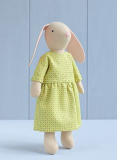 Sew extra clothes for your rag doll or stuffed animal with this step-by-step sewing pattern! Both dresses are very easy to make. #dollclothes #dressupdoll #clothesfordoll #sewingpattern #etsyfinds Doll Sewing Patterns, Bird Patterns, Doll Carrier, Hook And Loop Tape, Fabric Animals, Fabric Toys, Dress Up Dolls, Bunny Toys, Coordinating Fabrics