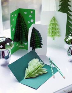 from Marie claire idees n 93 novembre decembre 2013 Pop Up Christmas Cards, Christmas Card Crafts, Noel Christmas, Christmas Gift Wrapping, Christmas Greeting Cards, Christmas Decorations, Diy Presents, Happy New Year Cards, Cool Cards