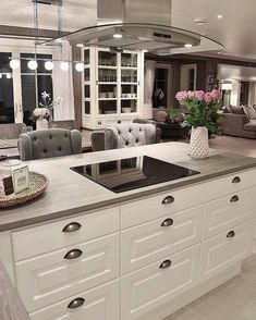 Tricks To Style And Design The House Inside If The Price Range Is Lower - Sopboxing Home Decor Ideas, Our Home Decors Home Decor Kitchen, Kitchen Interior, New Kitchen, Home Kitchens, Home Decor Shops, Cuisines Design, Black Decor, Decorating Your Home, Beautiful Homes