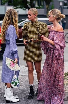 38 Cozy Street Styles Ideas From Copenhagen Street style has hit the fashion scene and it is here to stay. Unlike a lot of glamorous runway fashions, […] Fashion 2020, Look Fashion, High Fashion, Womens Fashion, Milan Fashion, 70s Fashion, Korean Fashion, Copenhagen Street Style, Copenhagen Fashion Week