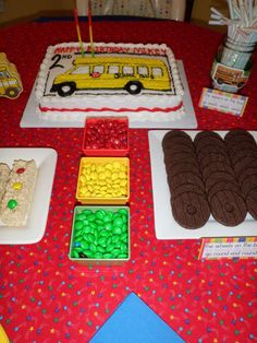 wheels on the bus birthday party School Bus Cake, School Bus Party, 2nd Birthday Party For Boys, Twin Birthday, Birthday Ideas, Kids Party Themes, Party Ideas, Wheels On The Bus, First Birthdays