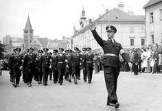 Paramilitary storm troopers of the Slovakian Hlinka Guard march through the streets of Bratislava during a national rally celebrating their nation's independence from the Czech-dominated Czechoslovakian state which was granted by the German Reich in Soldiers Returning Home, European People, Nazi Propaganda, Female Marines, Armoured Personnel Carrier, Afrika Korps, Nova Era, Prisoners Of War, Wedding With Kids