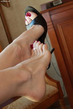 Lovestoesandsoles