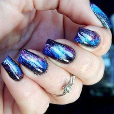 Ooiii gente!!! ➡Galaxy Nails com o Preto ( Lorena) Francesinha (Ellen Gold),Celeste (Mohda),Kauã (Lorena) e por cima o Pérola Negra da Nati.  ____________________ #nailart #galaxynails #unhasdecoradas