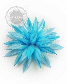 """UżytkownikBiżuteria z sutaszu #BetiBizu opublikował materiały na Instagramie: """"Ozdoba do włosów i nie tylko! . #betibizu #handmade #satin #flower #blue #color #polish #art…"""" • Zobacz 45 zdjęć i filmów na jego profilu. Instagram"""
