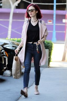 lily-collins-casual-style-at-earthbar-in-west-hollywood-8-5-2016-4.jpg (1280×1918)
