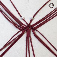 Tutorial: Rhombus in loops earring – Macramotiv Chevron Friendship Bracelets, Friendship Bracelets Tutorial, Macrame Earrings, Macrame Bracelets, Macrame Knots, Loom Bracelets, Micro Macrame, Geek Cross Stitch, Macrame Bracelet Tutorial