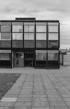 Hunstanton School, Norfolk, Alison and Peter Smithson British Architecture, Art And Architecture, Alison And Peter Smithson, Brutalist, Norfolk, Facade, Secondary Schools, Public, Construction