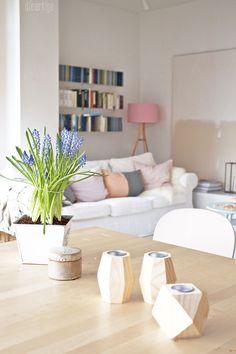 schones wohnzimmereinrichtung mit freigelegter ziegelwand stockfotos pic der fdacacbfbbad