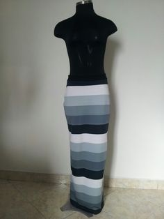 c8e7780a47 Maxi falda tubo estampada a rayas en lycra scuba talla 8
