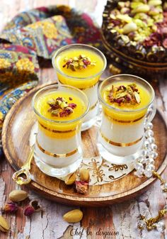 Rice pudding with orange curd a delicacy from the middle east that is as tasty as it is beautiful (eid sweet recipes) Arabic Dessert, Arabic Sweets, Arabic Food, Eid Sweets, Ramadan Desserts, Ramadan Recipes, Rice Recipes For Dinner, Tofu Recipes, Gastronomia