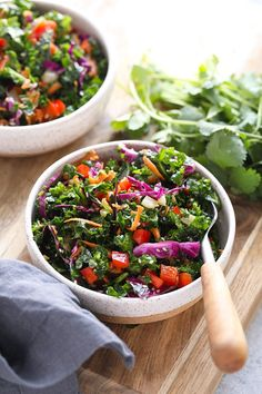 Looking to pair one of your favorite Asian dishes with a simple Asian salad? We've got you covered with this colorful Asian salad recipe dressed with a yummy Asian salad dressing. Asian Kale Salad Recipe, Kale Salad Recipes, Salad Recipes Video, Salad Dressing Recipes, Healthy Recipes, Healthy Salads, Vegetable Recipes, Massaged Kale Salad, Plats Weight Watchers