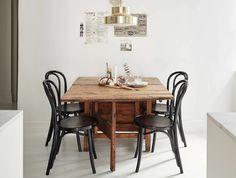 Een vierkante eettafel om gezellig bij te kletsen tijdens het diner