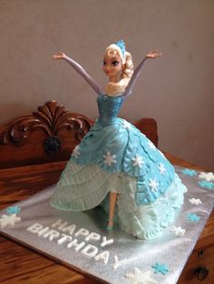 Elsa doll cake from the movie Frozen.