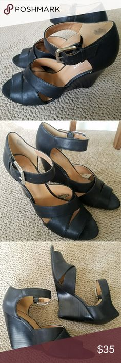 Nine West heels Nine west heels . In Great used condition ! Just a little dirty on the inside heel . Nine West Shoes Heels