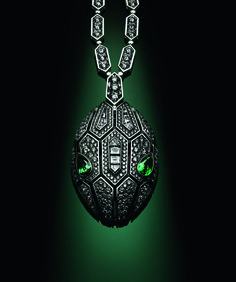 Bulgari Serpenti Seduttori pendant in white gold set with diamonds and emeralds for the snake's eyes.