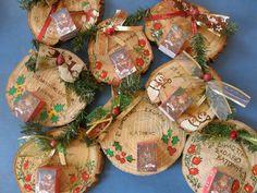 ημερολογια χειροποιητα - Αναζήτηση Google Christmas Wreaths, Christmas Crafts, Xmas, Christmas Ideas, Diy Calendar, Wood Slices, Holidays And Events, Gift Wrapping, Diy Crafts