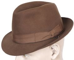 This is a superior quality (Qualita Superiore) early 1970s mens hat made in a fedora style by Borsalino of Italy. The color is a very attractive medium brown. This hat dates to somewhere between 1972