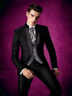 A dark floral wedding theme would look amazing for a gothic wedding. Take a look at how it's done! Gothic Wedding, Wedding Men, Wedding Suits, Wedding Sherwani, Well Dressed Men, Suit And Tie, Suit Fashion, Gentleman Style, Stylish Men