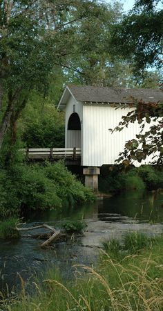 Harris Covered Bridge spanning Mary's Creek west of Corvallis, Oregon • photo: Caretta on Flickr