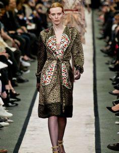 Le défilé Givenchy - Prêt-à-porter Automne-Hiver 2014-2015 #pfw > http://www.elle.fr/Mode/Les-defiles-de-mode/Pret-a-porter-Automne-Hiver-2014-2015/Femme/Paris/Givenchy/Givenchy-2682694