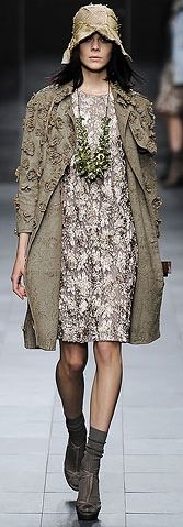 Burberry runway outfit.
