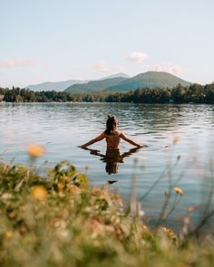 Morning dip in Mirror Lake. Looking for an Upstate New York road trip idea? Lake Placid is your answer. Read one for the top things to do in Lake Placid in the summer, including tips on the best hikes, where to stay and where to eat. #upstatenewyork #upstatenewyorktravel #newyorktravel #roadtrip Freedom Beach, Beaches In Phuket, Lakeside Resort, New York City Travel, Best Hikes, Summer Travel, Cool Places To Visit, Travel Usa, State Parks