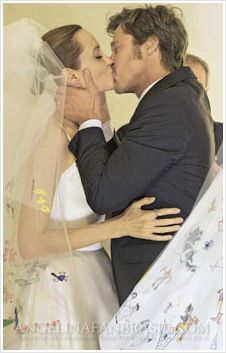 Angelina Jolie & Brad Pitt married August 23 2014 at their French estate Chateau Miraval Angelina And Brad Pitt, Brad And Angie, Vivienne Marcheline Jolie Pitt, Celebrity Couples, Celebrity Weddings, Jennifer Aniston, Jonny Lee Miller, Hollywood Wedding, Actrices Hollywood