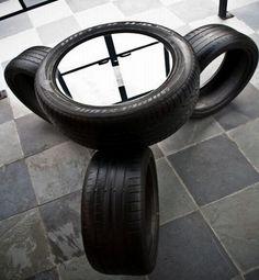 Veja que ideia criativa e sustentável, pneus são reciclados e se transformam em mesinhas com bancos.    Uma ótima ideia e inspiração para reciclar pneus que são descartados todos os dias, e transformá-los em móveis  úteis para decorar a sua casa.