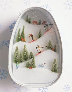 Ski Slopes Diorama: An adventure in scale and spatial relationships. Choose a container, then put yourself in the shoes of one of its future inhabitants. This skiing diorama has been crafted in a ham tin. Noel Christmas, Winter Christmas, Vintage Christmas, Christmas Train, Christmas Paper, Homemade Christmas, Navidad Diy, Winter Crafts For Kids, Kids Crafts