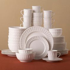 White dishes are one of the secrets to being able to quickly set an elegant table for any occasion. Entertaining-Essentials: the basic ingredients for elegant entertaining made easy White Dinnerware, Dinnerware Sets, Dinner Plate Sets, Dinner Plates, Gibson Home, Everyday Dishes, White Dishes, Home Room Design, Dish Sets