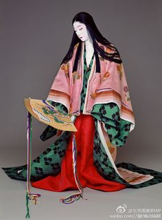 Kabuki the actor Bando Tamasaburo(onnagata-man who plays female roles) living treasure of Japan.as Heian lady wears junihitoe Japanese Outfits, Japanese Fashion, Asian Fashion, Heian Era, Heian Period, Traditional Fashion, Traditional Outfits, Kimono Japan, Japanese Costume