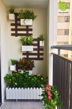 Small Balcony Design, Small Balcony Garden, Vertical Garden Design, Small Balcony Decor, Balcony Plants, House Plants Decor, Plant Decor, Garden Wall Designs, Home Garden Design