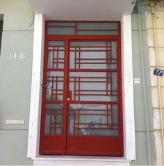 Nikolas Dorizas Architect, Tel: +30.210.4514048 Address: 36 Akti Themistokleous – Marina Zeas, Piraeus 18537 Αναστήλωση παλαιάς πολυκατοικίας στην Ακρόπολη και μετατροπή σε αφαιρετική μονοκατοικία για ένα ζευγάρι από το Αρχιτεκτονικό Γραφείο του Νικόλα Ντόριζα. Garage Doors, Outdoor Decor, Home Decor, Decoration Home, Room Decor, Home Interior Design, Carriage Doors, Home Decoration, Interior Design