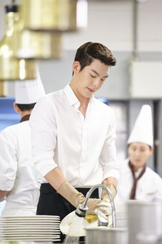 Kim Woo Bin - Heirs  How can he possibly look hot even while he's washing the dishes? Oh gosh!